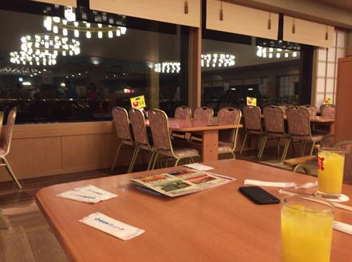 三日月の食堂