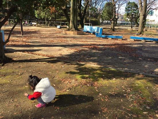公園で遊ぶ次女