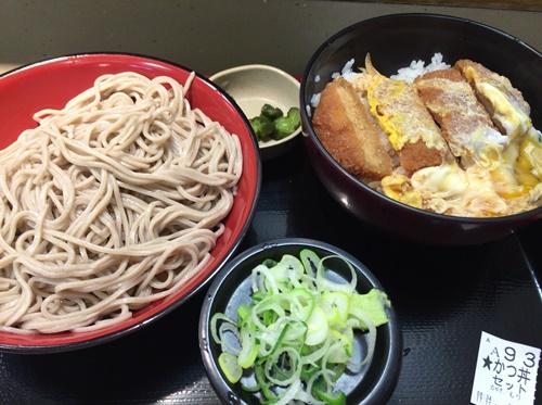富士そばで蕎麦かつ丼