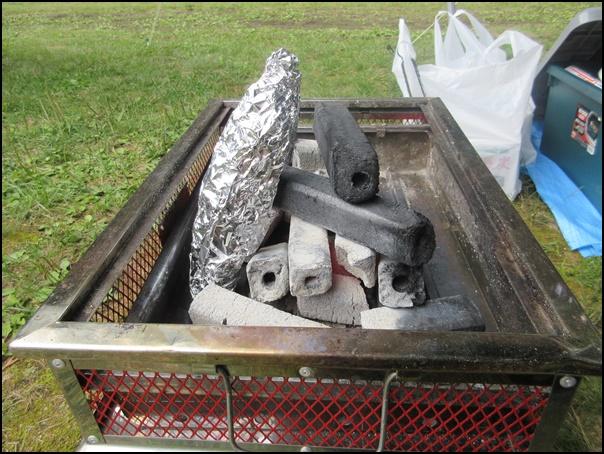 炭で焼き芋